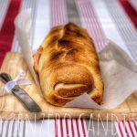 Rotolo di pane farcito