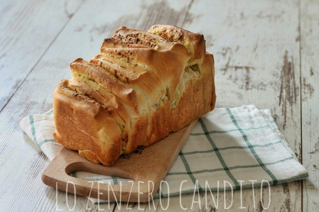 Pull apart bread con pesto e parmigiano