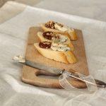 Crostini con marmellata di melograno e gorgonzola