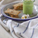 Cracker ai semi con dip di piselli