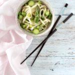Udon con asparagi zucchine e zenzero